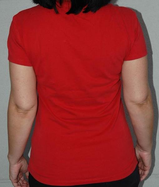 Camiseta roja de algodón de altísima calidad.