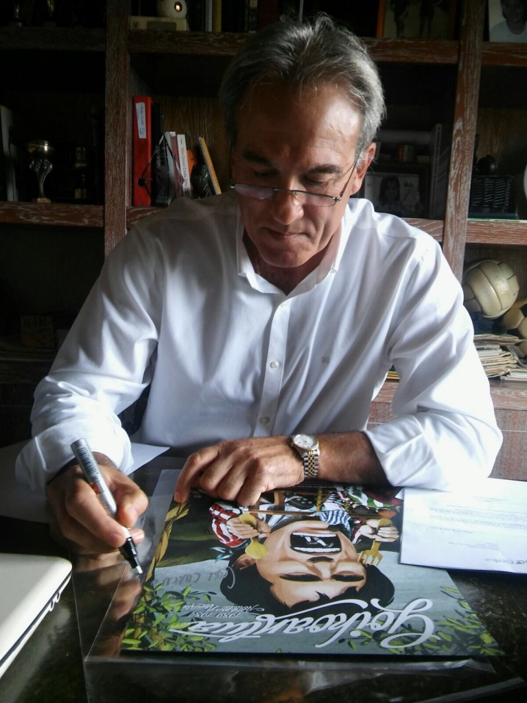 Goiko firmando un postar dedicado a él de The Lion´s Ball